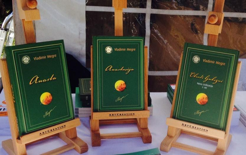 Zbirka knjig Zveneče Cedre Rusije